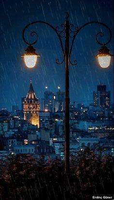 yağmurlu bir gece