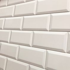 Matt white Biselado Brillo is a Metro bevel edge, brick ceramic matt wall tile by Salcamar Vilar. Size 10 x 20 cm or 4 x 8 inch bevelled. Brick Tiles, Brick Wall, Tile Trim, Metro Tiles, Ceramic Wall Tiles, White Tiles, Traditional Bathroom, Wooden Pallets, Bathroom Wall