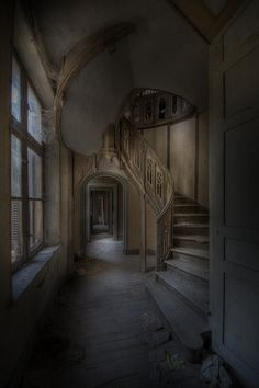 abandoned mansion. gorgeous.