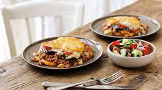 Mediterraner Genuss aus dem Ofen: Griechische Moussaka   http://eatsmarter.de/rezepte/griechische-moussaka-0
