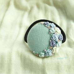 Croissant de lune  刺繍ヘアゴム   ブローチへ変更可能