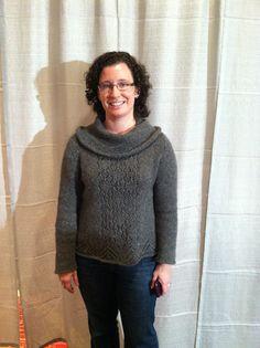 Nurmi from booklet Berroco Flicker, worn by Liz Hoffman at Vogue Knitting Live Vogue Knitting, Stockinette, Diamond Shapes, Booklet, Chevron, Turtle Neck, Glamour, Pullover, Elegant