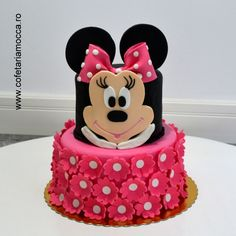Minnie Mouse cake for kids with pink flowers. Very chic and stylish! Mickey Mouse Cake, Mocca, Birthday Cakes, Anastasia, Pink Flowers, Stylish, Desserts, Kids, Food