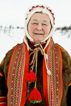 Sami elder woman in Alta, norwegian Lapland Beautiful World, Beautiful People, Lappland, Scandinavian Countries, Perfect World, Folk Costume, People Around The World, World Cultures, Samana