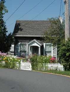 boothbay harbor, me... ohh... that cute little house ♥I love this little house.