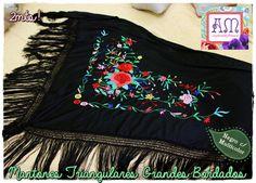 Triangle embroidery piano shawl Manila por AmapolasMoras en Etsy