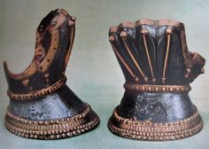 Hourglass gauntlets from Firenze, Italy 1380-1390.