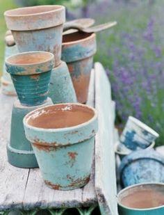 Oude terracottapotjes verven en afschuren