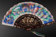 Wachlarz rozkładany Epoka Qing, Guangzhou (Kanton), 2. poł. XIX w., drewno, laka, papier, jedwab, kość, rzeźbienie, malowanie.
