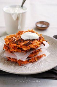 Sweet potato rösti with sour cream Food N, Food And Drink, Oven Roast, Sour Cream, Sweet Potato, Fries, Potatoes, Baking, Vegetables