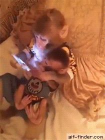Mother and child viewing images on a tablet - Find and Share funny animated gifs Cute Funny Animals, Funny Animal Pictures, Funny Cute, Mundo Animal, My Animal, Animals And Pets, Baby Animals, Game Mode, Tier Fotos