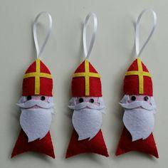 Sinterklaas van vilt #mmkado Verkrijgbaar in onze webwinkel Mmkado. DIY. Vilt Christmas Crafts, Christmas Decorations, Christmas Ornaments, Holiday Decor, Holiday Ideas, Mix Match, Saint Nicolas, Diy Presents, Crafty Kids