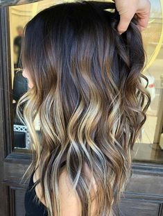 Peach hair The hottest hair color in spring . Peach hair The hottest hair color in spring and summer Ombre Hair Color, Hair Color Balayage, Hair Highlights, Hair Colors, Peak A Boo Highlights, Blonde Hair Models, Brown Blonde Hair, Brunette With Blonde Balayage, Dark Brown Balayage