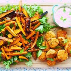 baked salmon cakes w' sweet potato & baby kale salad - my lovely little lunch box Salmon And Sweet Potato, Sweet Potato Wedges, Baby Led Weaning, Baby Food Recipes, Cooking Recipes, Toddler Recipes, Seafood Recipes, Sweet Potatoe Bites, Baking Soda And Lemon