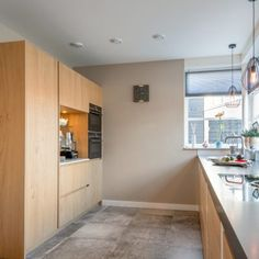 Binnenkijken bij Johan en Esther - de Knikker Bar, Kitchen Cabinets, Modern, Home Decor, Restaining Kitchen Cabinets, Homemade Home Decor, Trendy Tree, Kitchen Base Cabinets, Interior Design