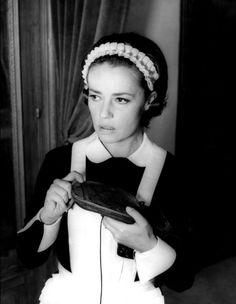 """Jeanne Moreau en """"Le journal d'une femme de chambre"""" (1964). Director: Luis Buñuel."""