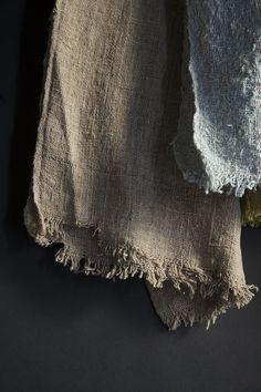 Couvertures et linge de maison / Covers and home linen — Valentina Hoyos Wabi Sabi, Textiles, Casamance, Swatch, Kintsugi, Natural Texture, Weaving, Zaha Hadid, Cotton