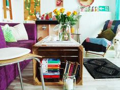 vintage livingroom, wooden boxes, roses, eclectic home