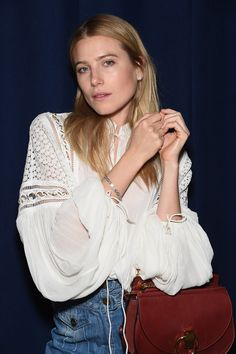 Soulful elegance – Dree Hemingway wearing our #SS15 blouse and bag in New York City, April 2015. #chloeGIRLS もっと見る