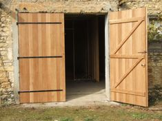 Recherche google and garage on pinterest - Porte de garage en bois 2 vantaux ...