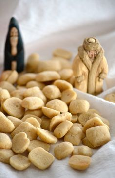 Pebernødder is a tiny Nordic cookie traditionally served at Christmastime, flavored with spices and pepper. The Danish use white pepper and mace in theirs. Danish Cuisine, Danish Food, Holiday Baking, Christmas Baking, Christmas Cookies, Scones, Baking Recipes, Cookie Recipes, Healthy Recipes
