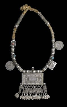 Oman | A silver necklace worn the Bedouin women | Silver (content unknown), the two Maria Theresa thaler pendants have goldwash details, coral and two blue glass beads.