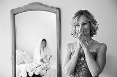As mães, sempre tão emocionadas no casamento de seus filhos, merecem dicas e muitas inspirações na hora de escolher seu vestido!