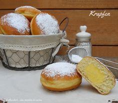 """Il Krapfen o """"Berliner"""" è un impasto lievitato fritto (di origine austro-tedesca) di consistenza sostenuta che viene farcito con crema o confettura"""