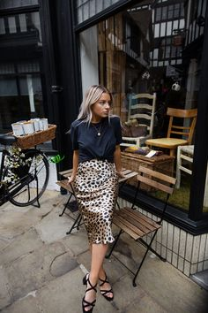 Printed Skirt Outfit, Pencil Skirt Outfits, Printed Pencil Skirt, Printed Skirts, Leopard Print Outfits, Leopard Print Skirt, Leopard Skirt Outfit, Jupe Midi Leopard, Look Fashion
