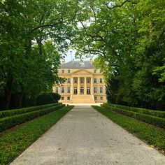 This is Château Margaux at the end of this tree-lined avenue. It is one of Bordeaux's most famous chateaux and vineyards. A Chateau Margaux 1787 was the most expensive wine *never* to be sold! This from The Telegraph: In 1989, a bottle, from Thomas Jefferson.... Read more on Instagram: https://instagram.com/livesharetravel/