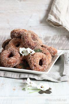Vegan Coconut Doughnuts // chocochili.net