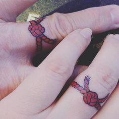 "16 hermosos tatuajes para que tengas tu ""hilo rojo"