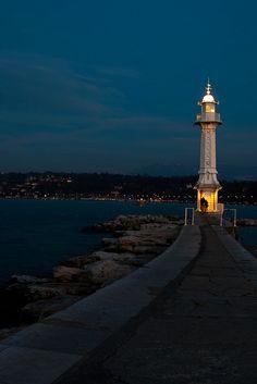 Pâquis Blue Hour (Geneva, Switzerland) by Bibi Web, via Flickr