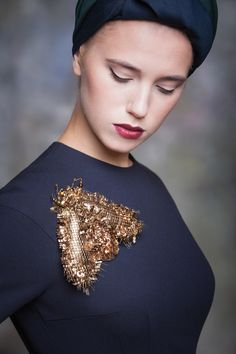 Gold embroidered brooch Eve Anders. Goldwork embroidery