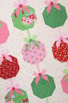 Christmas Ornament Quilt Pattern by Nadra Ridgeway of ellis & higgs