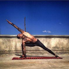 Razor sharp side angle pose (parsvakonasana) Photo taken by @mens_yoga on Instagram. Pinned by yogapad.com.au