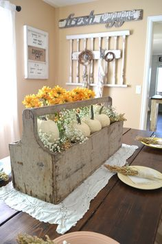 Vintage Thanksgiving Centerpiece. Farmhouse Thanksgiving Tablescape.