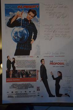 Bruce = Blauw zoals de lucht en de aarde, dit is een referentie naar dat hij de wereld (lijd). Almighty = rood en deze staat voor macht, kijk maar naar de mens zijn geschiedenis en hoeveel vlaggen de rode kleur de dag van vandaag nog de rode kleur hebben.  typografie van the proposal.
