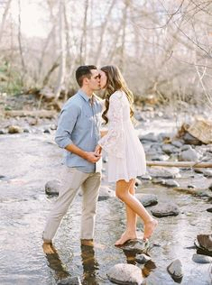Early spring engagement shoot in arizona via magnolia rouge summer engagement outfits, engagement pictures outfits Engagement Photo Outfits, Engagement Photo Inspiration, Engagement Couple, Engagement Shoots, Winter Engagement, Engagement Photography, Country Engagement, Beach Engagement, Prenup Ideas Outfits