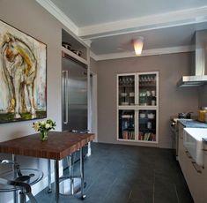 De l'art dans une très belle cuisine contemporaine