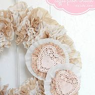Coffee filter wreath Cute shabby wreath from organic coffee filters, year round decor. Added some interchangeable heart clips for #valentin...#/907314/coffee-filter-wreath?&_suid=136041970681806841892149950377