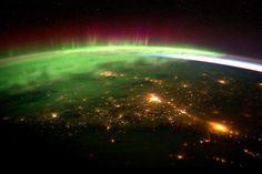 宇宙から見たオーロラ