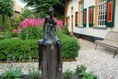 bronzen tuinbeeld, beeld voor buiten, beeld voor in de tuin, bronzen beeld vrouw, beeld voor moderne tuin, tuinbeelden, buiten beeld, bronzen sculptuur, beeld van vrouw.