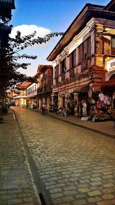 Philippine Architecture, Filipino Architecture, Philippines Wallpaper, Vigan Philippines, Filipino House, Places To Travel, Places To Visit, Ilocos, Philippines Culture