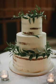 White nearly naked cake with greenery   Image by Daring Wanderer