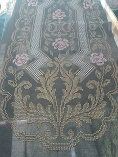 Cross Stitch Embroidery, Diy And Crafts, Rugs, Flowers, Cross Stitch Designs, Dots, Do It Yourself Crafts, Crosses