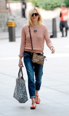 Fearne Cotton In Boyfriend-Fit Jeans - Tuesday August Jumper Outfit, Pink Jumper, Fearne Cotton Hair, Red Converse Outfit, Fashion Advice, Fashion Outfits, Fashion Ideas, Boyfriend Jeans Outfit, Casual Work Outfits