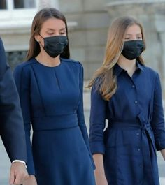 Princes Sofia, Princess Of Spain, Spanish Royal Family, Two Daughters, Queen Letizia, Beautiful Children, Royalty, Characters, Women's Fashion