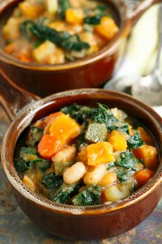 Warm up for game time with this dairy-free and meatless butternut squash white bean kale stew! This recipe is full of hearty veggies! Can we say touchdown? Healthy Soup Recipes, Whole Food Recipes, Vegetarian Recipes, Cooking Recipes, Cooking Ideas, Food Ideas, Kale Soup, Soup And Salad, Bean Stew