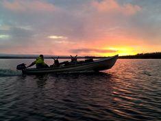 Kalastaja Mieköjärvellä Pellossa Länsi-Lapissa